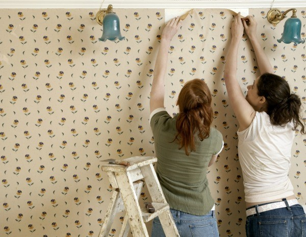 The Best Way To Remove Wallpaper Without Losing Your Sanity