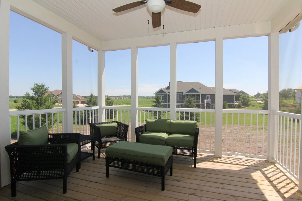 Expansive Porches – Blend Indoor and Outdoor Living