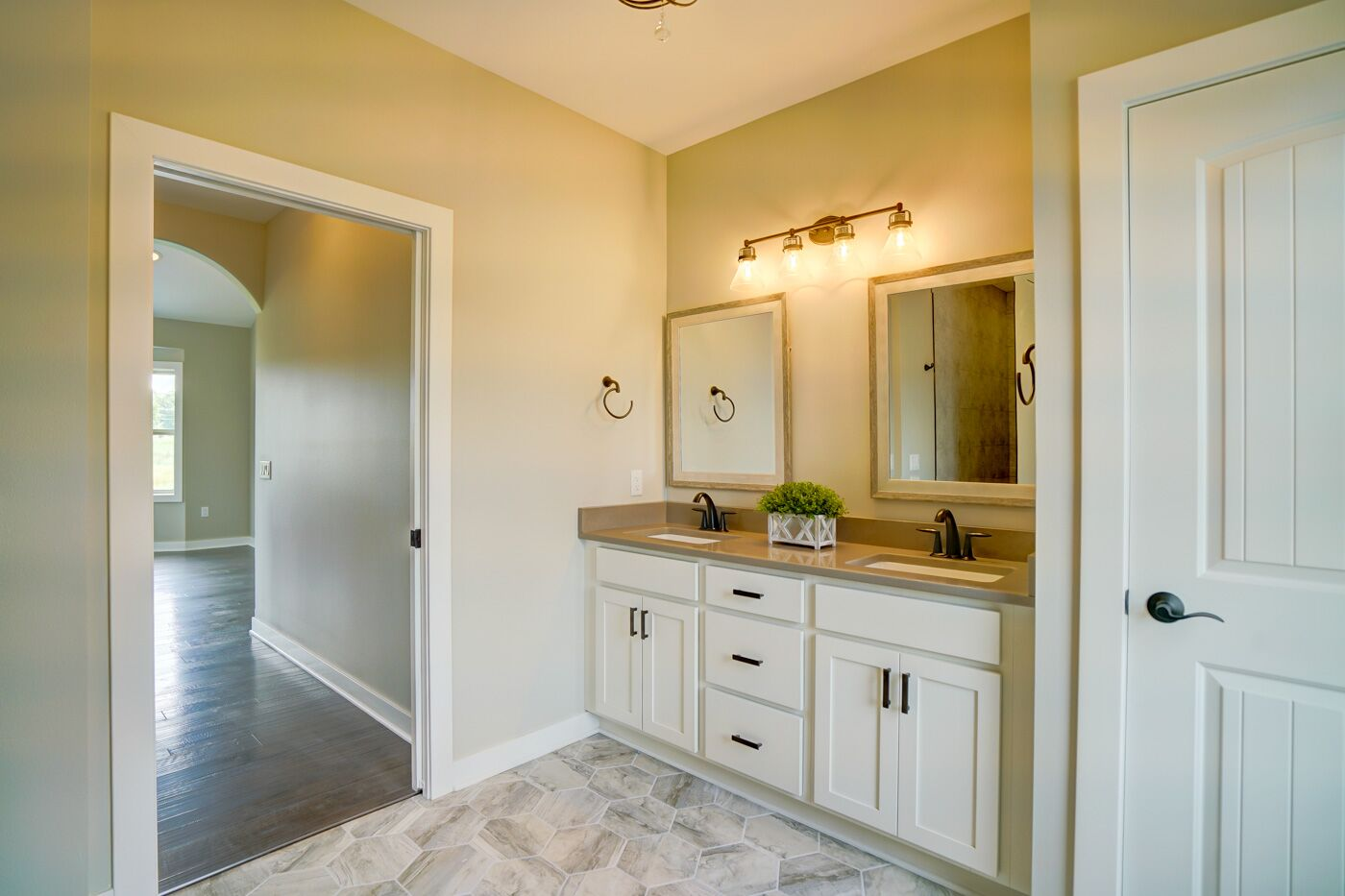 3 Simple Bathroom Remodel Tips that Save Money