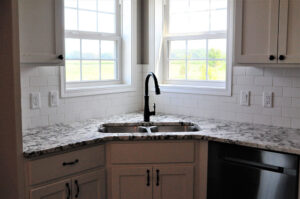 Fox Hill 6 Sink Counter & Backsplash